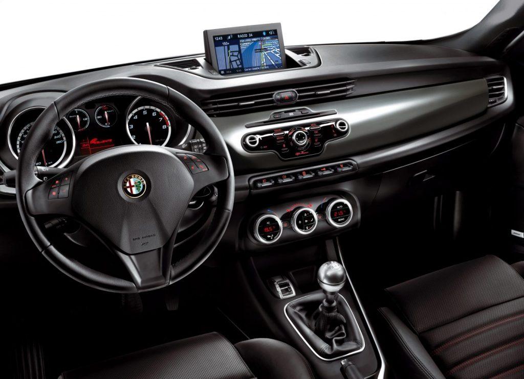 Alfa_Romeo_Giulietta_interier_3